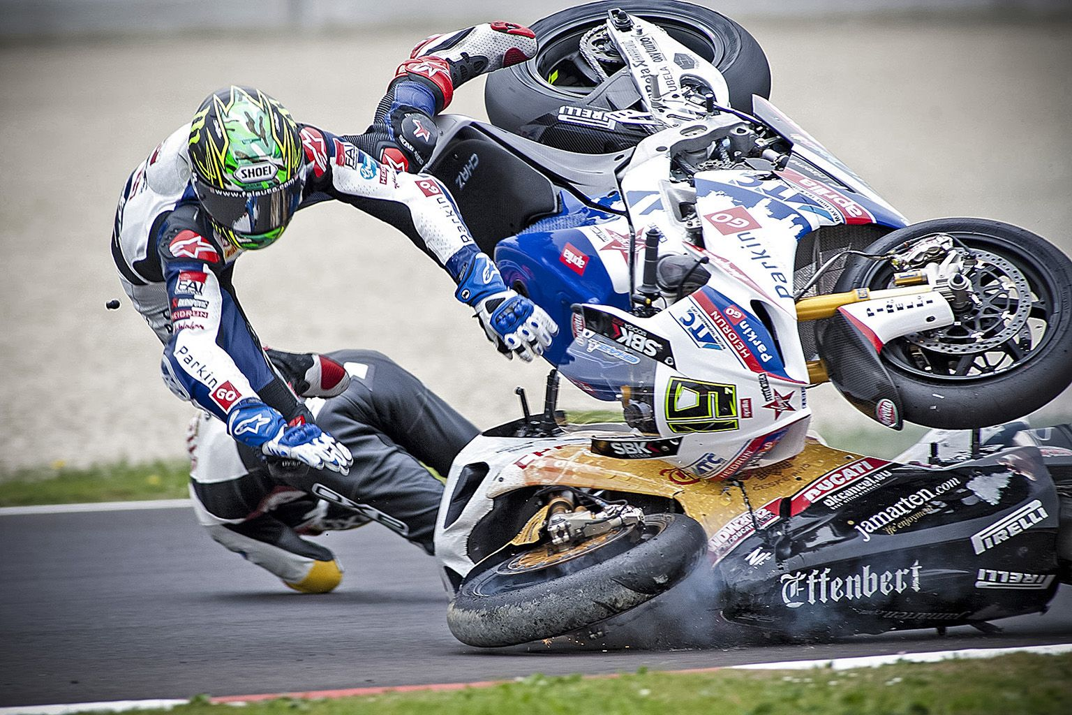 Categoria sport - SUPERBIKE IMOLA 2012 INCIDENTE TRA SYLVAIN GUINTOLI E CHAZ DAVIES